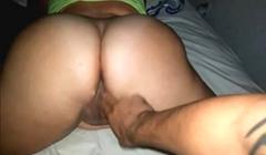 Pasiva de 21 añitos masturbada por su novio