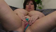 Madres gordas desnudas masturbandose para sus hijos
