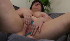Madre madura disfrutando de su cuerpo