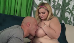 Preciosa y obesa jovencita follando