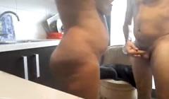 Gitana española follando en la cocina