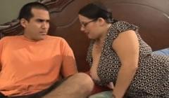 Su obesa hermana lo pilló masturbándose