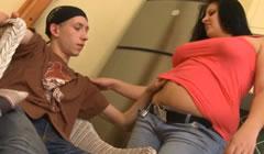 Gordita seduce a un chico de la calle