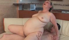 La gorda de su madre hizo realidad su fantasía más depravada