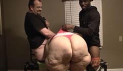 Super obesa culona follada por su hijo y un amigo negro
