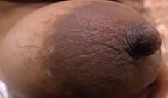 Gordita negra enseña sus tetas peludas