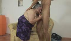 Se folla a la obesa de su abuela, esa vieja sabía follar bien
