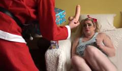 Obesa recibe un regalo de Santa Claus por ser una puta