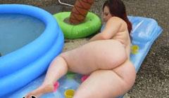 Rellenita mostrando su irresistible culo gordo antes de follar