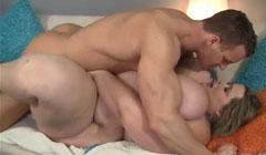 Follando el coño de una obesa con tetas gigantes