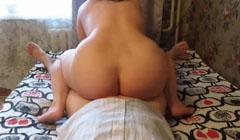 Madura gorda haciendo una rica cabalgada casera