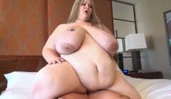Obesa gigante montando la polla de su marido