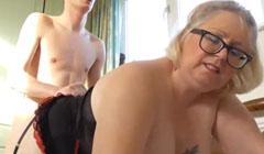 Su sobrino la folla todos los días a ver si la obesa se ejercita