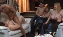 Gordas putas en una orgia casera