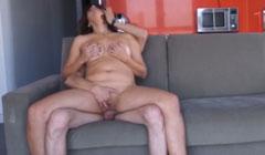 Latina follando con dos hombres y una mujer