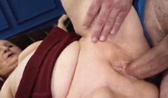Abuela gorda follando con un empleado de la empresa