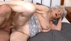 Abuela gordita follando con su enfermero