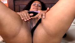Vieja mexicana masturbando su coño